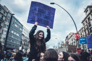 qué opinan los jóvenes de política